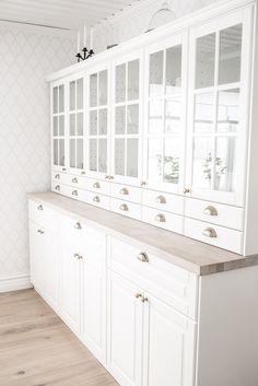 Ikea Kitchen Wall Cabinets, Kitchen Furniture, Grey Interior Design, Interior Design Studio, Ikea Living Room, Interior Design Living Room, New Kitchen, Kitchen Decor, Home Kitchens