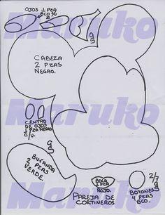 Mickey Mouse y Minnie Fiesta Mickey Mouse, Mickey Mouse Birthday, Mickey Minnie Mouse, Felt Crafts Diy, Felt Diy, Craft Stick Crafts, Felt Doll Patterns, Sewing Stuffed Animals, Mickey Christmas