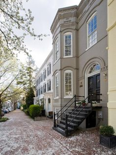 Classic Townhouse With Transitional Interior in Historic D.C. - I live for buildings like this.