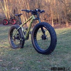 Photo courtesy of/credit: Fat-Bike. Cool Bicycles, Cool Bikes, Folding Mountain Bike, Buy Bike, Cool Bike Accessories, Bike Wheel, Bike Style, Mini Bike, Bike Design