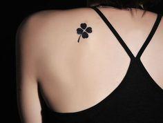 significado-tatuagem-trevo-4-folhas-pb.png (730×553)