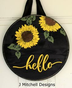 """Your individual door hanger Sure, the classic is obviously the door pendant, by which on leading """"don't disturb"""" and on the back """"in"""" stands. Front Door Signs, Porch Signs, Front Door Decor, Wooden Door Hangers, Wooden Doors, Wooden Signs, Primitive Country, Primitive Decor, Diy Wood Projects"""