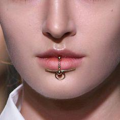 Pin by Lip Piercing ? on Lip Piercing Lip Piercing Jewelry, Lip Jewelry, Face Jewellery, Cute Jewelry, Jewelry Accessories, Fashion Jewelry, Jewelry Design, Unique Jewelry, Piercing Original