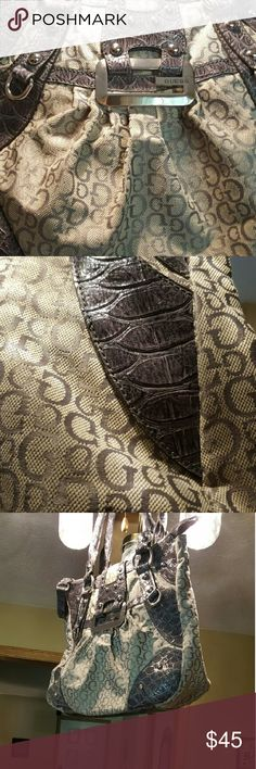 Guess handbag Guess handbag very large.  Has been used but almost like new Guess Bags Totes