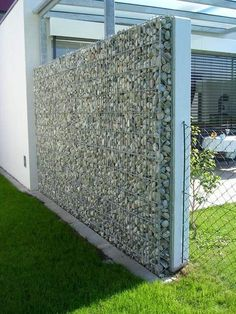 55 Best Gabion Wall Stone & Fences That Will Decorate Your Beautiful Landscape Area - Decor Units Stone Fence, Backyard Privacy, Garden Privacy, Garden Landscaping, Privacy Fences, Gabion Fence Ideas, Gabion Retaining Wall, Gabion Wall Design, Fence Design