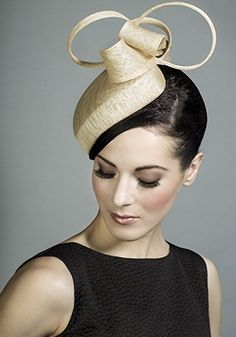 Rachel Trevor-Morgan Millinery - Natural straw heart pillbox with straw bow and loops. #passion4hats