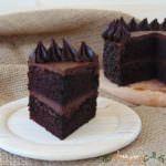 Tort de post cu ciocolata si unt de arahide Something Sweet, Unt, Vegan, Desserts, Food, Tailgate Desserts, Deserts, Essen, Postres