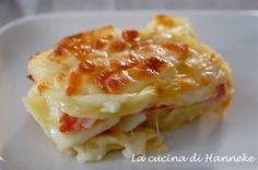 Oggi vi delizio con un golosissimo pasticcio di patate, prosciutto e scamorza affumicata, un piatto semplice e nutriente, che piacerà a grandi e piccini!