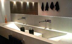 cuba esculpida Toilet Room, Bathtub, Mirror, Bathroom, Closet, House, Furniture, Design, Home Decor