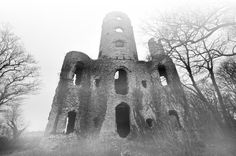 """Racton Ruin in the Mist"" © by WadeUK @ flickr.com (Racton Monument, Chichester, West Sussex, England)"