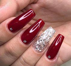 Unghie gel rosse per le feste natalizie e Capodanno 2019 Shellac Nails, Red Nails, Acrylic Nails, Manicure, Nail Polish, Red Sparkle Nails, Christmas Nail Art Designs, Christmas Nails, Cute Nails