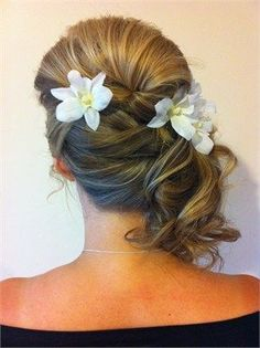 Bridesmaid side hair style with flowers. I would definitely wear this hair style.