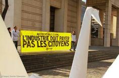 EDF soupçonnée de trafiquer ses comptes : Greenpeace porte plainte - La semaine dernière, Greenpeace révélait que le bilan actuel d'EDF donne donc une idée trompeuse de l'état de santé financière du groupe. Ce constat ressort d'une étude rédigée par le cabinet d'analyse financière AlphaValue et commandée par Greenpeace. Nous continuons de lutter pour que la lumière soit faite sur l'état réel du nucléaire en France : nous attaquons EDF et son PDG Jean-Bernard Lévy pour délits boursiers…