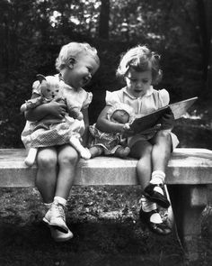 reading to their dolls (photo by Philip Gendreau) Antique Photos, Vintage Pictures, Vintage Photographs, Old Pictures, Vintage Images, Old Photos, People Reading, Vintage Illustration, November Baby