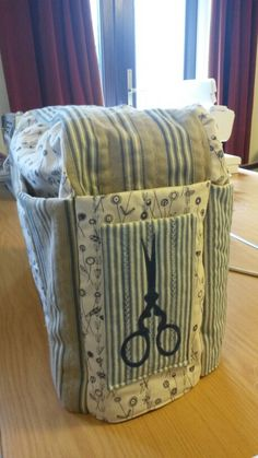 Sewing machine bag with pockets
