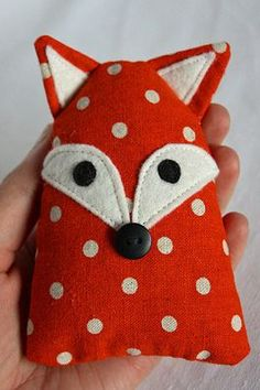 Cats Toys Ideas - Cute fox—fabric mini baby toy/pillow❣ Pink Chalk Fabrics - Ideal toys for small cats Fox Fabric, Fabric Animals, Fabric Toys, Fabric Scraps, Sewing Toys, Sewing Crafts, Sewing Projects, Fox Pillow, Fox Crafts