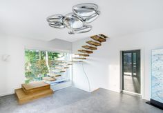 Floating stairs are stunning. SILLER offers a choice of self-supporting floating stairs in many materials like wood, glass, concrete, corian and acrylic. Suspended stairs which seem to be floating provide a certain sense of magic. Exterior Stairs, Interior And Exterior, Interior Design, Steel Stairs, Wood Stairs, Cantilever Stairs, Flooring For Stairs, Glass Stairs, Floating Staircase
