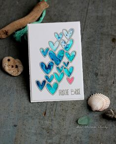 [Werbung] Card with hearts - Karte mit gestanzten Herzen. Material: Sizzix Scattered Hearts 662599 Fernweh - Inkystamp, Lindys Gang - Spray and Magicals Penny Black, Die Cut Cards, Simon Says Stamp, Breeze, Blog, Scrap, Card Making, How To Make, Tim Holtz