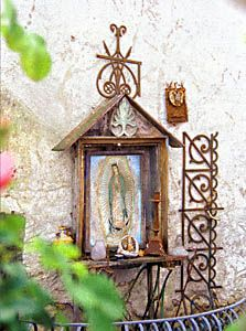 A shrine in the home garden is beautiful no matter your faith. The shrine makes a focal point that's unique to your own sense of the sacred. In Catholic countries these cultural icons are a staple of even the most modest home. Catholic Art, Religious Art, Marian Garden, Sacred Garden, Prayer Garden, Home Altar, Holy Mary, Blessed Mother, Kirchen