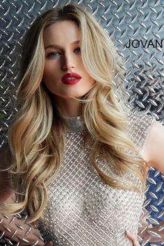 Honey Blonde Hair Color, Balayage Hair Blonde, Brown Blonde Hair, Short Blonde, Pale Skin Blonde Hair, Honey Hair, Pageant Wear, Belle Silhouette, Caramel Hair