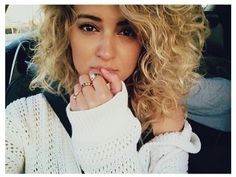 Ugh why is she perfect. Tori Kelly, why.