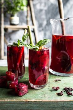 The best recipes for ICED TEA - Hibiscus, lemongrass, Basil and Honey Sweet Iced Tea Refreshing Drinks, Summer Drinks, Fun Drinks, Healthy Drinks, Healthy Food, Beverages, Healthy Meals, Iced Tea Recipes, Cocktail Recipes