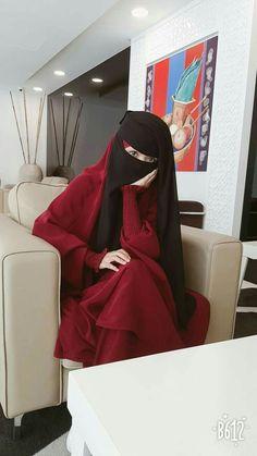 thinking deeply about life Hijab Niqab, Muslim Hijab, Hijab Outfit, Arab Girls Hijab, Muslim Girls, Beautiful Muslim Women, Beautiful Hijab, Niqab Fashion, Muslim Fashion