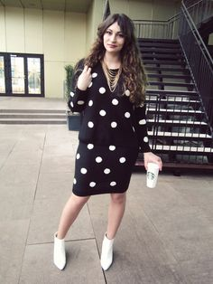 Polka-dots | Compleul cu buline Blue Vanilla | Color Me RED by Roxana Ifrim | Fashion and Style blog Style Blog, Polka Dot Top, Fashion Forward, Vanilla, Street Style, Fashion Bloggers, Red, Blue, Collection