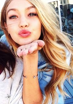 Gigi Hadid blonde hair I love her and her sister Bella