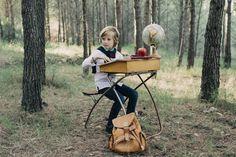 BACK TO #SCHOOL - Vuelta al cole con mucha energía. 🎓 ✨✨ Nuestros pequeños crecen, las tendencias emergen…pero nunca cambian las ganas de jugar y disfrutar. Y para aprender jugando, ✨ una sorpresa única que hará que el regreso a la #escuela sea tan memorable como divertido.  🍎 Modelo: Leo Aicart Marzá Ropa: TRASLUZ - Divina Locura  Zapatos: La Zapateca, calzado infantil Fotografía: Marta Mor - Fotografía #Superfit #kids #Fashion #kidsfashion #autumn #Valencia