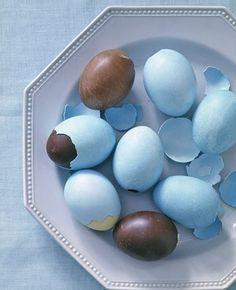 O ovo de Páscoa na casca de ovo de galinha é barato, porém deixará sua Páscoa mais divertida e inusitada (Foto: Divulgação)