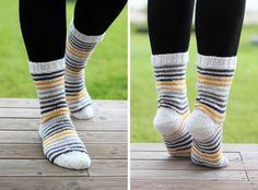 Knitting Charts, Knitting Socks, Needlework, Knit Crochet, Arts And Crafts, Legs, Fabric, Handmade, Knits