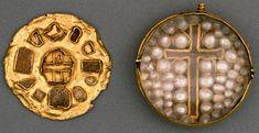 Culture: Scottish     Date: ca. 1200     Material: Gold, wood, rock crystal, pearls     Dimensions: 5.5 × 5.2 × 2.8 cM Reliquary pendant British Museum