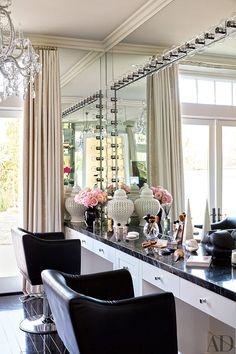 Dream glam room make up Khloe Kardashian vanity room Architectural Digest, Casa Da Khloe Kardashian, Kardashian Beauty, Kardashian Jenner, Sala Glam, Calabasas Homes, Vanity Room, Vanity Area, Vanity Bathroom