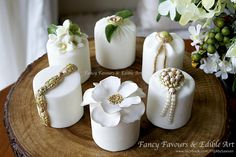 Green, gold & white mini cakes - Cake by Fancy Favours & Edible Art (Sawsen)