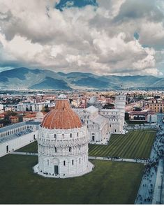 Pisa, Itália l Places to visit l Travel destination l Tourism Places In Europe, Places Around The World, Places To Visit, Around The Worlds, Driving In Italy, All About Italy, Voyage Europe, Destination Voyage, Travel Memories