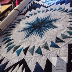 Today is the last of a series of Tuesday Tips based on Darlene Conroy's Glacier Star quilt from a pattern by Judy Niemeyer of Quiltworx. These have been fun tips to do. I am sort of sad this… Blue Quilts, Star Quilts, Amish Quilts, Quilt Blocks, Longarm Quilting, Free Motion Quilting, Machine Quilting Designs, Quilting Ideas, Flying Geese Quilt