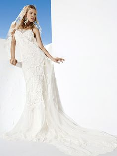 Bohochic wedding dress, for a modern bride who is a free spirit, creative,original, different. All these boho weddingdresses are created with high quality European fabrics, handmade, 100% designed and produced in Barcelona by YolanCris. The dream of haute couture & fashion is reflectedin every detail for you to be perfect onyour wedding day.