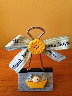 Art N Craft, Craft Stick Crafts, Paper Crafts, Souvenirs Ideas, Paper Clips Diy, Paper Binder, Photo Cutout, Baby Shower Gift Bags, Bazaar Crafts