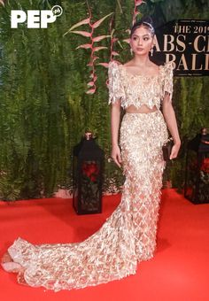 The ABS-CBN Ball takes Pinoy Pride to a new level with Filipiniana as the night's theme. Here are the A-listers who proudly flaunted fresh takes on Pinoy fashion Grad Dresses, Club Dresses, Ball Dresses, Nice Dresses, Modern Filipiniana Gown, Filipiniana Wedding, Cute Wedding Dress, Wedding Dresses, Dream Wedding