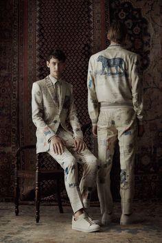 http://www.vogue.com/fashion-shows/spring-2017-menswear/alexander-mcqueen/slideshow/collection