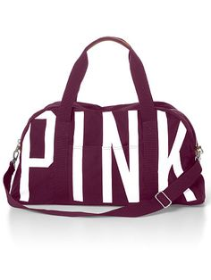 Large Sporty Duffle PINK VS A) A duffle is a must-have for any young traveler! Great for college aged friends going back and forth a lot and also great for weekend get aways. Victoria Secret Outfits, Victoria Secret Lingerie, Victoria Secret Pink, My Bags, Purses And Bags, Leila, Cute Backpacks, Cute Purses, Pink Outfits