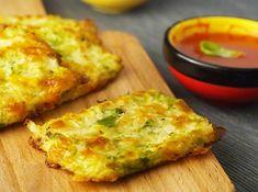 Conținutul scăzut de carbohidrați al batoanelor cu broccoli și conopidă fac din acestea o gustare sănătoasă la orice oră din zi.
