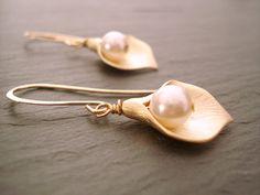 Pearl Earrings Gold Calla Flower Earrings by LovelyJewelsBoutique
