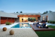 The presence of a swimming pool in a house is not only a compliment. More than that, the swimming pool is also a means for its owners to unwind. If you want to bring a swimming pool at home, no nee… Small Swimming Pools, Small Backyard Pools, Swimming Pools Backyard, Swimming Pool Designs, Pool Landscaping, Pool Landscape Design, Casa Patio, Rectangular Pool, Backyard Playhouse