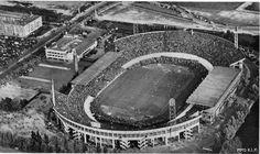 Het Olympisch Stadion aan de Stadionweg in Amsterdam. Voorheen thuishaven van Blauw-Wit Amsterdam, DWS en het inmiddels opgeheven FC Amsterdam. Ook speelde Ajax hier zijn Europese wedstrijden en topwedstrijden uit de Eredivisie. Legendarische wedstrijden als Ajax - Liverpool (mistwedstrijd) en de Europa Cup 1 finale Benfica - Real Madrid (5-3) zijn hier gespeeld.