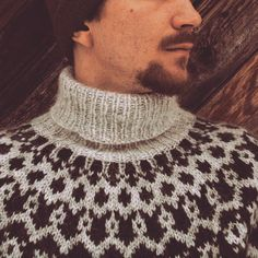 He has been wearing his Vetur a lot! It's perfect sweater to keep this man warm when working outdoors ❄ . This Man, Turtle Neck, Outdoors, Warm, Knitting, Sweaters, How To Wear, Fashion, Outdoor