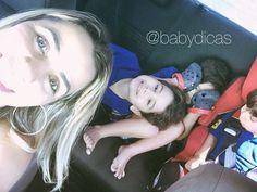 Bom diaaaa Tirar foto com os três por aqui continua sendo uma missão (quase) impossível! Como brasileira posso dizer que não desisto NUNCA!  Um dia essa foto vai sair boa. Não digo maravilhosa perfeita porque se sair boa ja me darei por satisfeita.  Quem tem mais de um filho por aqui? Também sofre assim para conseguir uma foto ao menos digna?!? #babydicas #socialmediamom #maedemenino #mombloggers #maternidade #maedeprimeiraviagem #maedemeninos #maedetres #mae