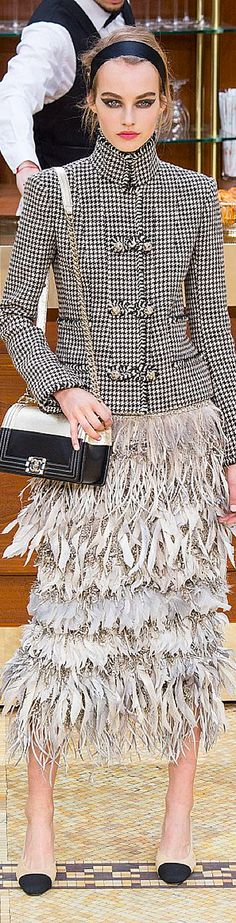 Chanel Fall/Winter Ready-to-Wear Parisian Chic Lady Coco Chanel, Chanel 2015, Chanel Brand, Fashion Moda, Look Fashion, High Fashion, Fashion Show, Womens Fashion, Glamour Moda