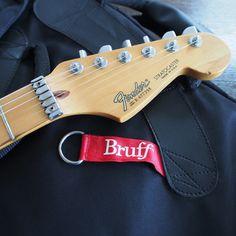 このギターの特徴が出ているヘッド部分のパーツ。Sperzel Trim Lock Tunerと、なめらかなアーミングをサポートするWilkinsonローラーナットです。